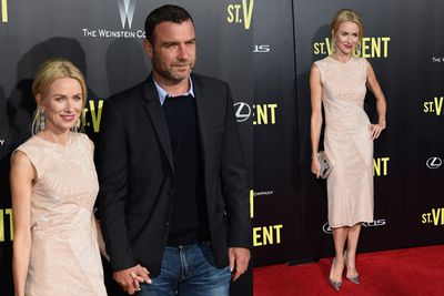 Naomi Watts holds hands with hubby Liev Schreiber at the premiere of <i>St Vincent</i>.