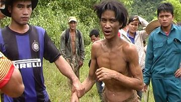 """Ho Van Lang after being found by a local """"rescue team"""". (Tuoi Tre News)"""