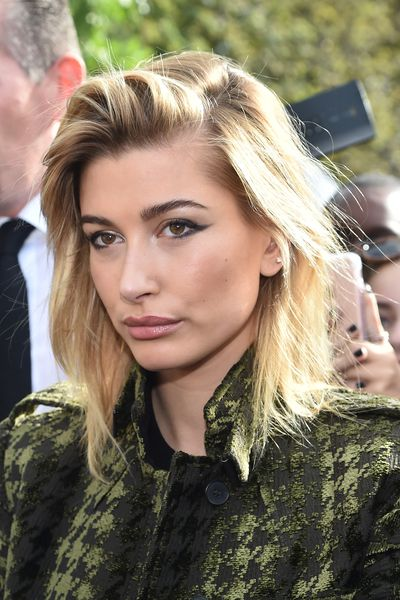 Model and Honey favourite Hailey Baldwin wears her fringe swept back from her face. It's a little tousled, a touch bedhead and a whole lot cool.