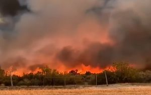 WA fires: Lives and homes at risk after blaze jumps containment lines
