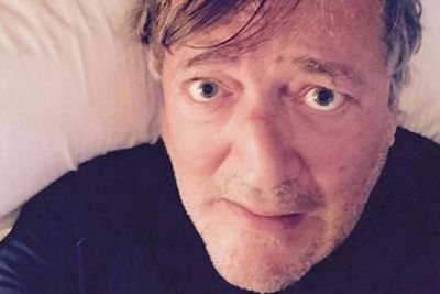 """@StephenFry: """"#WAKEUPCALL Text SYRIA to 70007 (to give £5) or http://wakeupcall.org.uk (I warn you - look away)."""""""