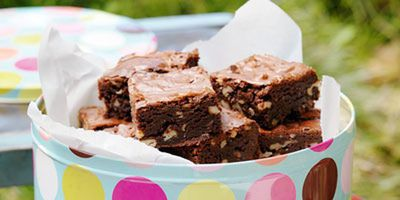 """<a href=""""http://kitchen.nine.com.au/2016/05/17/11/54/bestever-brownies"""" target=""""_top"""">Best-ever choc chip and walnut brownies</a>"""