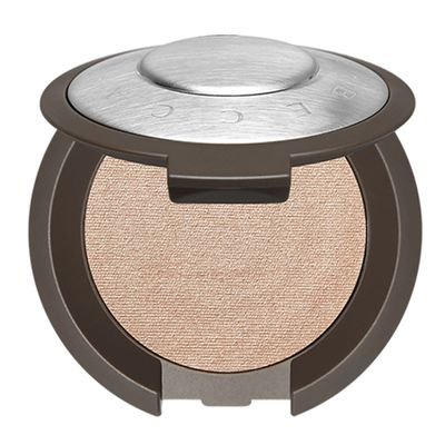 "<a href=""https://www.sephora.com.au/products/becca-shimmering-skin-perfector-pressed-mini-limited-edition/v/opal"" target=""_blank"">Becca Shimmering Skin Perfector Pressed Mini ( Limited Edition) 2.4G in Opal, $17</a>"