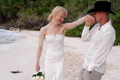Four months after they met, Renee married country music singer Kenny Chesney in a simple beachside ceremony in the Virgin Islands. Four months later they had the marriage annulled.