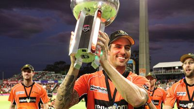 Mitchell Johnson re-signs for BBL's Perth Scorchers