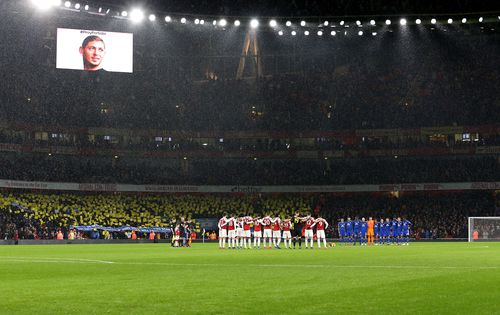 Players hold a minute's silence for Sala ahead of the match between Arsenal and Cardiff City, that he should have been playing in.