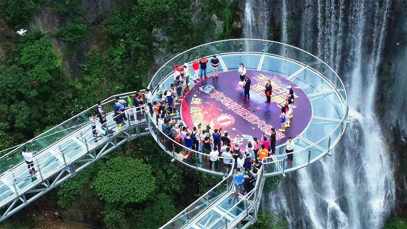 World's largest glass bridge in China