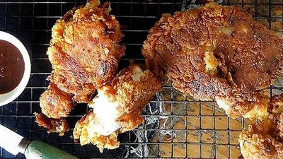 "Recipe: <a href=""https://kitchen.nine.com.au/2016/06/06/12/33/crispy-fried-chicken"" target=""_top"">Crispy fried chicken</a>"