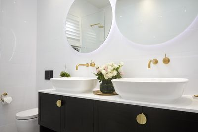 Jason and Sarah included a double basin with their good size vanity.