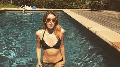 Veteran Star Wars actor's daughter flaunts abs in head-turning bikini selfie