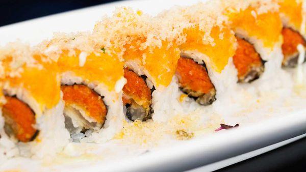 Sushi topped with tempura flakes