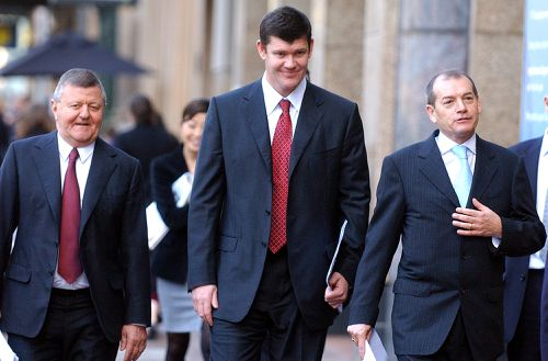 Chisholm in 2005 with James Packer, Executive Chairman of PBL and John Alexander CEO of PBL. The 78 year old died in a Sydney hospital with his wife and daughter by his side. Picture: AAP
