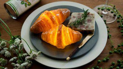 <strong>Yukiko Morita's croissant pampshade</strong>