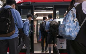 Returning NSW students urged to avoid public transport network