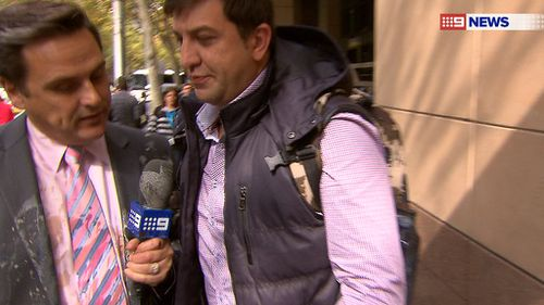 Raskall remained calm and continued asking questions. (9NEWS)