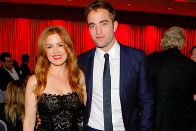 <i>Twilight</i> hottie R-Pattz caught up with Aussie expat Isla Fisher at the benefit dinner. The former <i>Home and Away</i> star even had a joke about her tv soap past! <br/><br/>