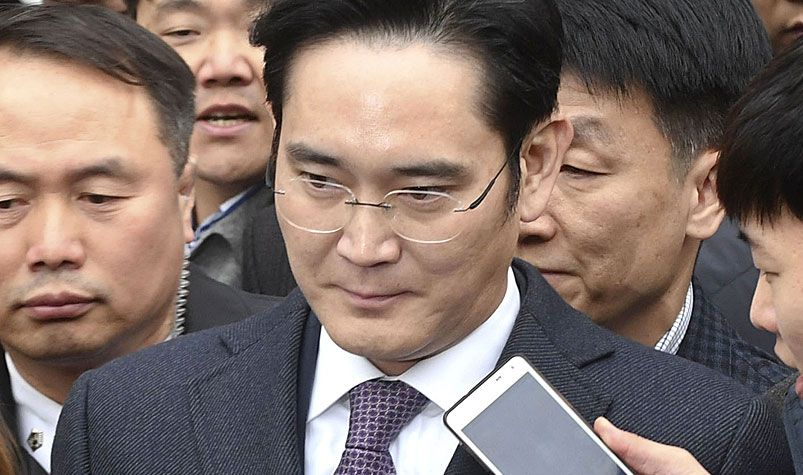 Lee Jae Yong, vice chairman of Samsung Electronics Co., is surrounded by reporters as he leaves the Seoul Central District Court in the South Korean capital. (AAP)
