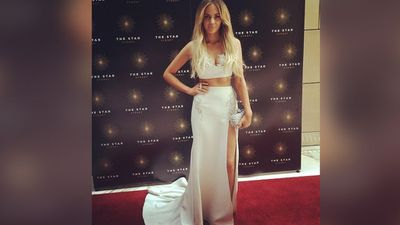 Singer Samantha Jade was red carpet ready. (Picture: Sony Music Australia, Twitter)