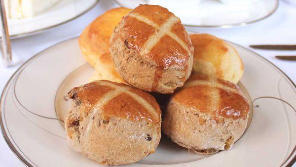Hot cross scone