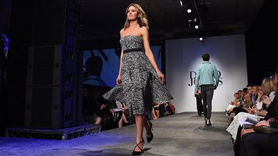 Model Jesinta Campbell on the runway wearing a dress by Scanlan Theodore. (AAP)