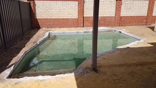 Danica Sanshall's backyard was left a mess by the builder. (Supplied)