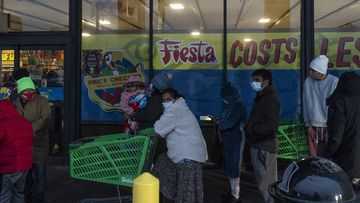 Lines build outside Texas supermarkets, as winter storm continues