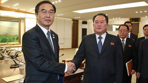 South Korean Unification Minister Cho Myoung-gyon, left, shakes hands with the head of North Korean delegation Ri Son Gwon after their meeting at the Panmunjom. (Photo: AP).