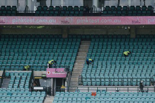 Penggemar di tribun ini besok harus ditutup-tutupi, yang pertama dalam sejarah olahraga Australia.