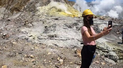 Chilling new footage emerges of tourists on volcano island minutes before eruption