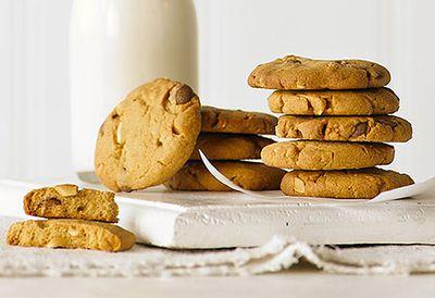 Caramel chip peanut butter cookies