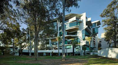 University of Queensland Oral Health Centre by Cox Rayner Architects with Hames Sharley and Conrad Gargett Riddel, QLD