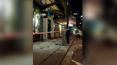 """""""Damage to the buildings on Wakefield Street, Wellington. #eqnz @NZStuff"""" (Twitter/@nkpnz)"""