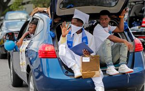 Coronavirus: Graduations go drive-by in American city of New Orleans