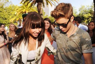 Justin Bieber and friend Carly Rae Jepsen (of 'Call Me Maybe' fame) share an intimate moment on the red carpet.