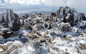 Family's Hobart holiday goes from 40C to snow in one weekend