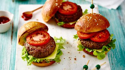 "Recipe: <a href=""http://kitchen.nine.com.au/2017/04/18/15/15/american-burgers"" target=""_top"">American beef burgers</a>"