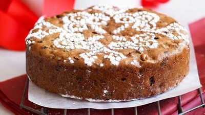 "<a href=""http://kitchen.nine.com.au/2016/05/16/16/27/greatgrandmas-christmas-cake"" target=""_top"">Great-grandma's Christmas cake</a> recipe"