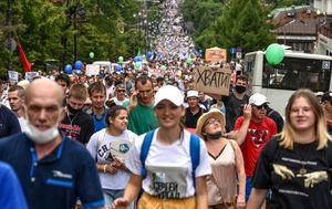 Massive protest against governor's arrest challenges Kremlin