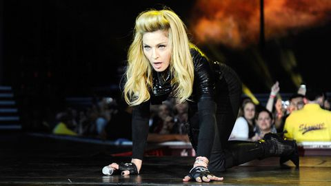 Video: French fans boo Madonna after 45-minute show