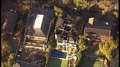 Five people escape from the home after they awoke to the sound of a fire alarm (9NEWS)