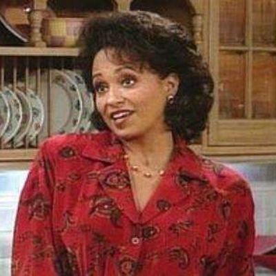 Daphne Reid as Vivian Banks: Then