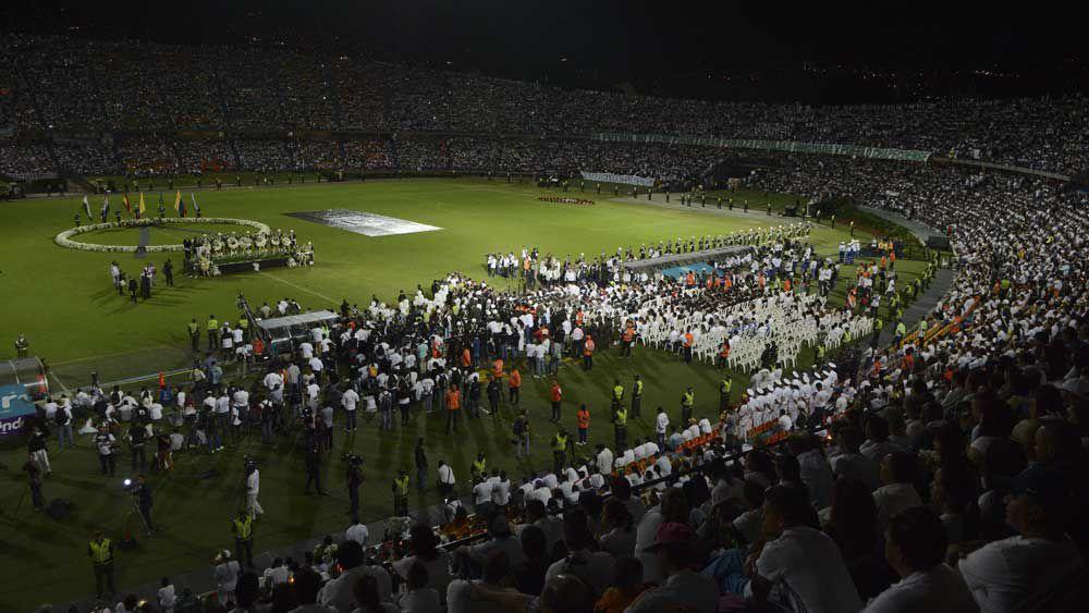 Opponents join in Chapecoense tribute