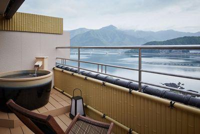 <strong>Luxury Hot Spring Resort: Hotel Konansou, Japan&nbsp;</strong>