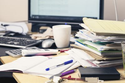 <strong>Desk clutter<br /> Emotional issue: Procrastination</strong>
