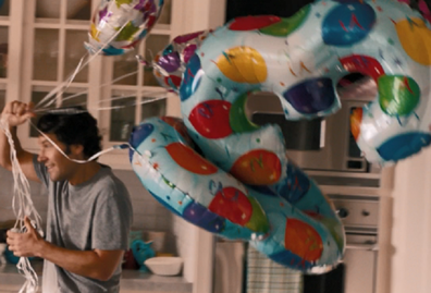 Paul Rudd in the movie This is 40 carrying balloons for wife's birthday.