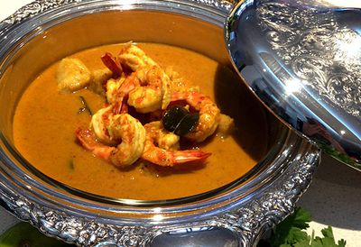 Red seafood curry