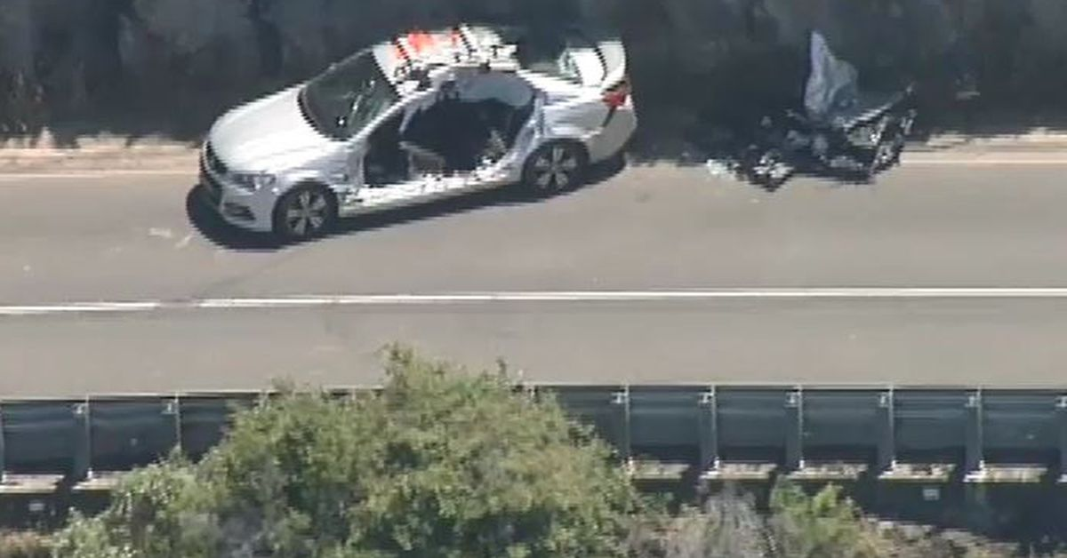 Teenagers airlifted to hospital after serious crash on Victoria's Great Ocean Road – 9News