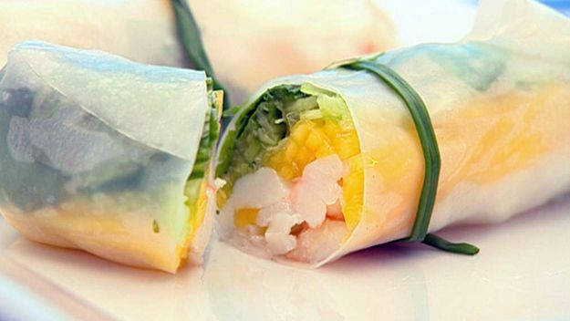 Rice paper rolls with blue swimmer crab & mango