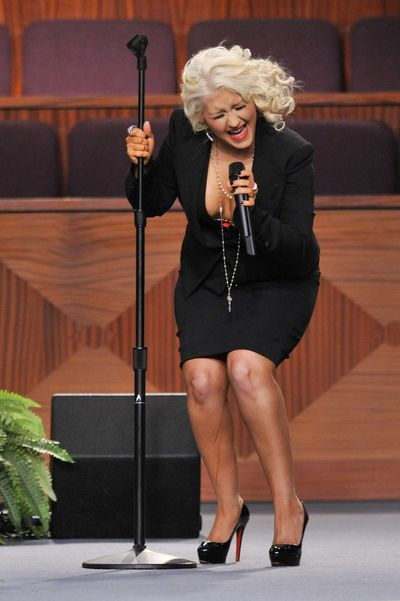 Christina Aguilera is at it again. This time she's performing at the funeral of singer Etta James in 2012 when she suffered the dreaded fake tan leg drip