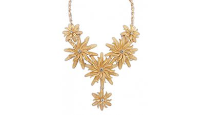 "<a href=""http://www.walktrendy.com/exaggerated-daisy-chain-zr-al-10718.html"" target=""_blank"">Daisy Chain, $14.28, Walk Trendy</a>"